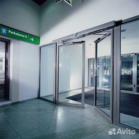 входные распашные двери для больниц