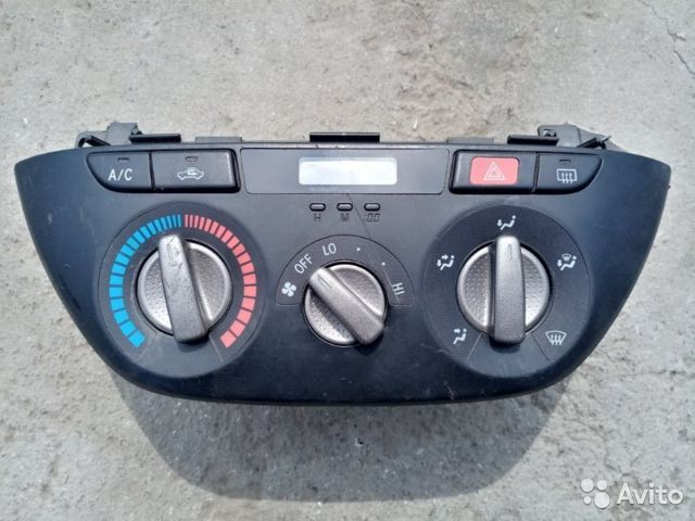 89026196331  Блок управления климат-контролем Toyota Rav 4 2.0